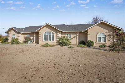 Dinuba Single Family Home For Sale: 10646 Avenue 388