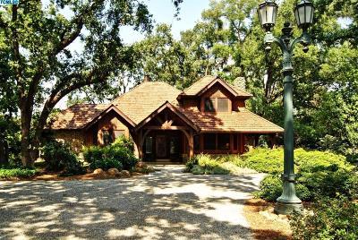 Visalia Single Family Home For Sale: 15664 Mills Drive #A