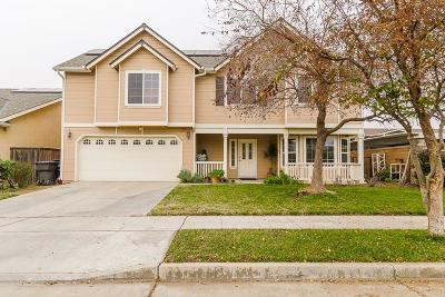 Reedley CA Single Family Home For Sale: $320,000