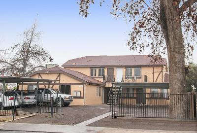 Visalia Multi Family Home For Sale: 1017 W Goshen Avenue