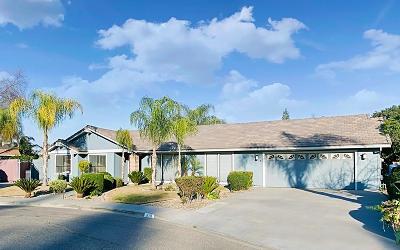 Visalia Single Family Home For Sale: 836 N Cindy Court