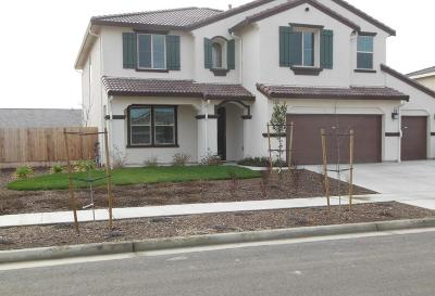Hanford Single Family Home For Sale: 1085 W Sage Brush Way