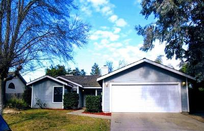 Visalia Single Family Home For Sale: 5050 W Hemlock Avenue