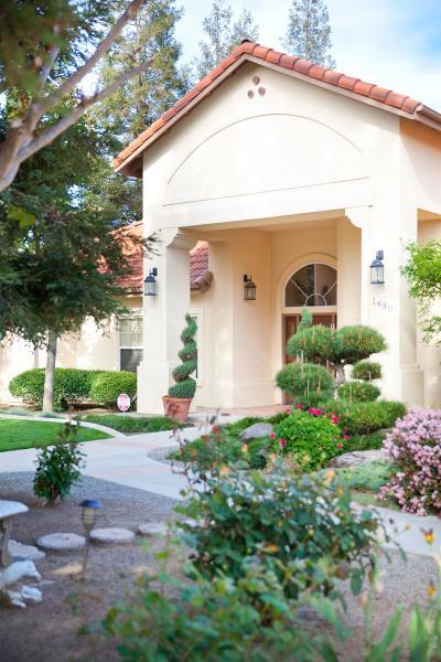 Visalia Single Family Home For Sale: 1630 S Savannah Court