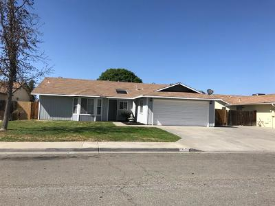 Hanford Single Family Home For Sale: 1032 Hayes Way