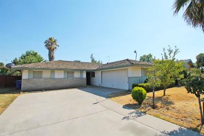 Visalia Single Family Home For Sale: 1207 W Cambridge Avenue