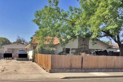 Visalia Multi Family Home For Sale: 4727 W Myrtle Avenue