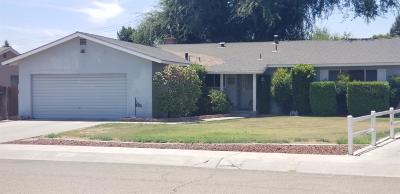Visalia Single Family Home For Sale: 2621 Lindavista Street