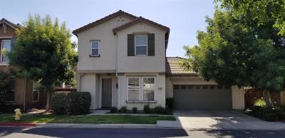 Visalia Single Family Home For Sale: 3257 N Fontana Street