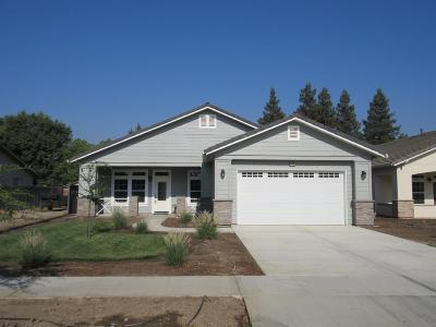 Tulare Single Family Home For Sale: 2278 N Oaks Street