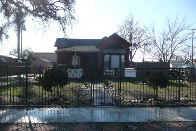Visalia Single Family Home For Sale: 619 W Goshen Avenue