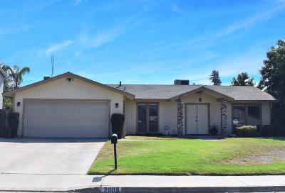 Visalia Single Family Home For Sale: 2606 S Conyer Street