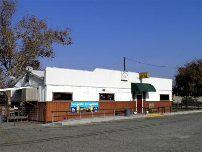 Porterville CA Commercial For Sale: $490,000
