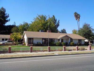 Hanford Single Family Home For Sale: 2400 N Douty Street