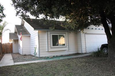 Visalia Single Family Home For Sale: 1041 N Manzanita Street