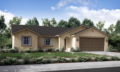 Visalia Single Family Home For Sale: 2211 E Woodsville Court