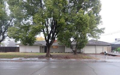 Lemoore Single Family Home For Sale: 234 W Burlwood Lane