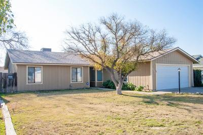 Hanford Single Family Home For Sale: 917 Moffat Drive