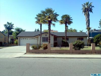 Visalia Single Family Home For Sale: 229 E Chavez Avenue