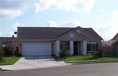 Tulare Single Family Home For Sale: 1127 Bargetto Court