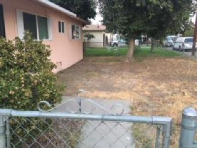 Visalia Single Family Home For Sale: 4232 W Sunnyside Avenue