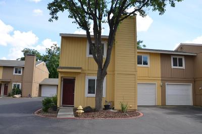 Lemoore Condo/Townhouse For Sale: 232 N Lemoore Avenue #19