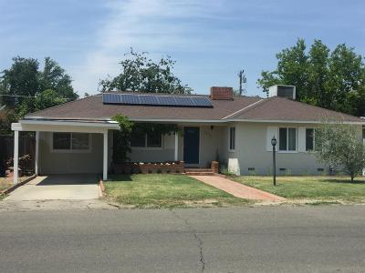 Hanford Single Family Home For Sale: 1830 Leoni Drive
