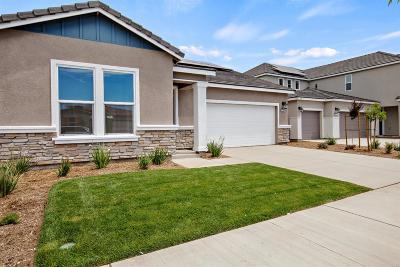 Visalia Single Family Home For Sale: 3228 E Harter Avenue
