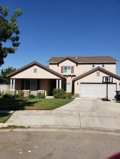 Visalia Single Family Home For Sale: 512 W James Court