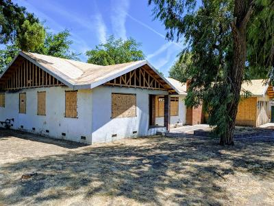 Porterville Single Family Home For Sale: 472 N Villa Street