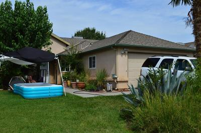 Hanford Single Family Home For Sale: 1324 Armstrong Drive