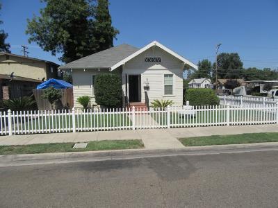 Visalia Single Family Home For Sale: 217 E Sequoia Avenue