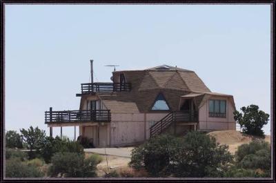 Oak Hills CA Single Family Home For Sale: $239,000