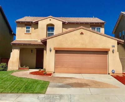 Oak Hills CA Single Family Home For Sale: $263,400