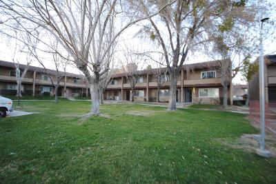 Victorville Condo/Townhouse For Sale: 14299 La Paz Drive #55