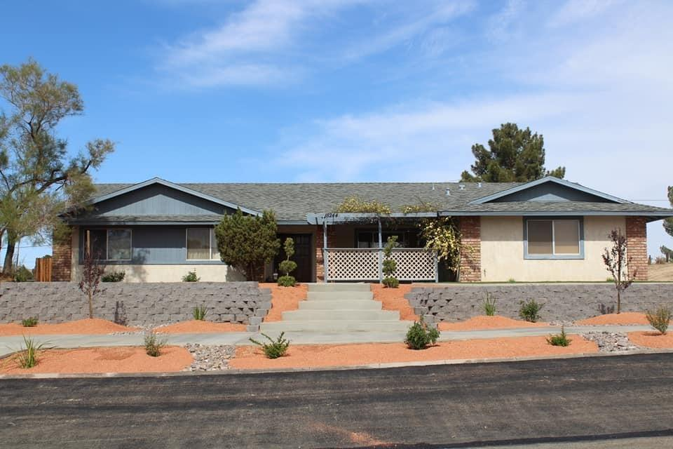 4 bed / 2 full, 1 partial baths Home in Apple Valley for $349,000