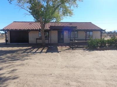 Oak Hills CA Single Family Home For Sale: $190,000