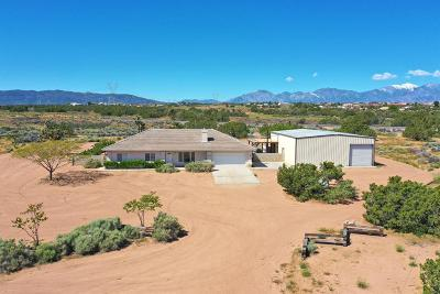 Oak Hills CA Single Family Home For Sale: $390,000