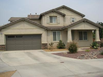 Oak Hills CA Single Family Home For Sale: $280,000