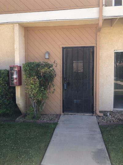 Victorville Condo/Townhouse For Sale: 16465 Green Tree Boulevard #42