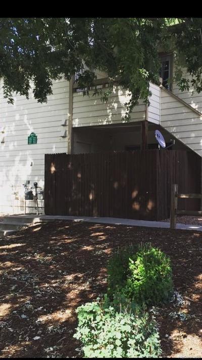 Condo/Townhouse Active: 4421 Hunting Meadows Circle #1