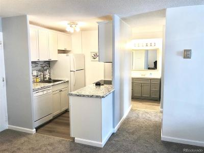 Denver Condo/Townhouse Active: 4800 Hale Parkway #208N