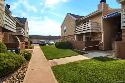 Lakewood CO Condo/Townhouse Active: $260,000