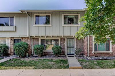 Lakewood CO Condo/Townhouse Active: $290,000