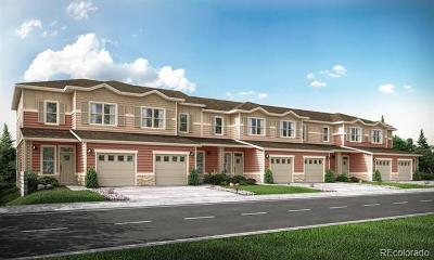Condo/Townhouse Under Contract: 1040 Oak Circle #0104