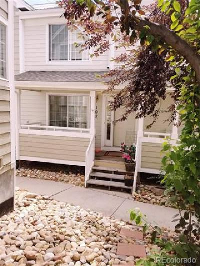Arapahoe County Condo/Townhouse Active: 1372 South Cathay Court #102