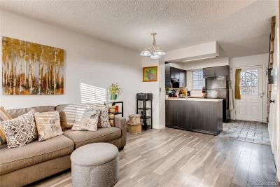 Aurora CO Condo/Townhouse Active: $199,900