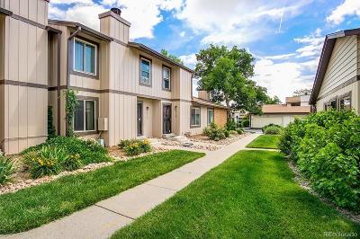 Aurora CO Condo/Townhouse Active: $265,000