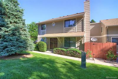 Aurora CO Condo/Townhouse Active: $299,900