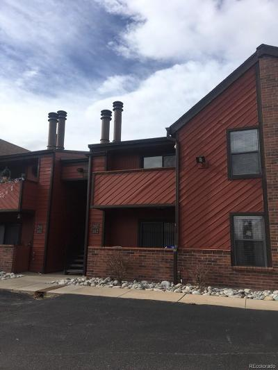 Aurora CO Condo/Townhouse Active: $205,900